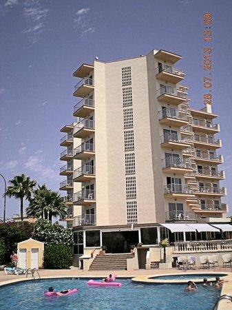 Vista Odin Hotel: Vue depuis la piscine.