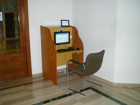 Hotel Vista Odin: Internet haut-débit. (Payant). Wi-fi gratuit au bar.