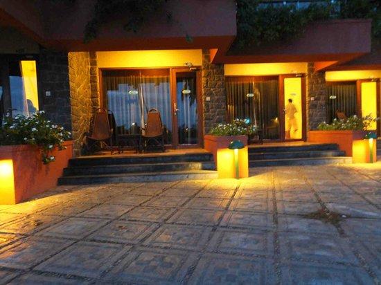 Uday Samudra Leisure Beach Hotel & Spa: night view