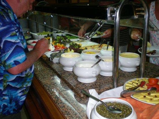 Hotel Vista Odin: Repas sous forme de buffets copieux.