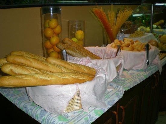 Hotel Vista Odin: Le buffet du petit-déjeuner.