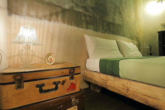 BBH Bed and Bed House Firenze: dettaglio  camera verde