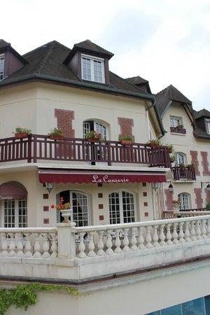 La Terrasse Du Bar Au Dessus De La Piscine Photo De Le