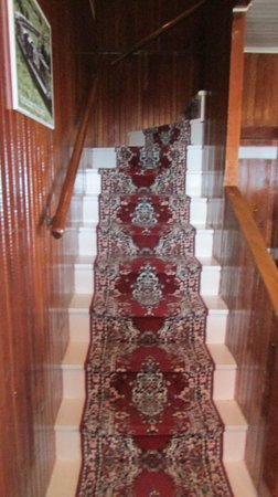 Quirpon Lighthouse Inn: Stairway to Rooms 4 and 5