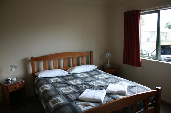 Tahuna Beach Kiwi Holiday Park and Motel: Chambre parents