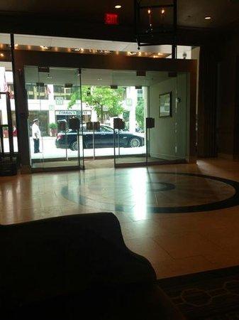 The Madison Washington DC, A Hilton Hotel: entrance