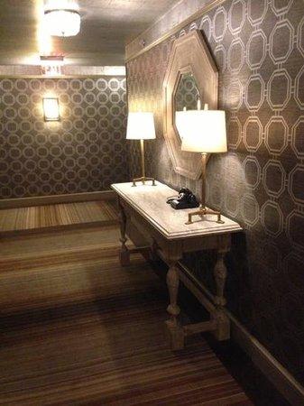 The Madison Washington DC, A Hilton Hotel: Corridor 8th flor