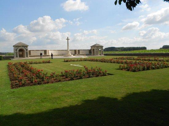 Musee de la Bataille de Fromelles : V.C. Corner Cemetery