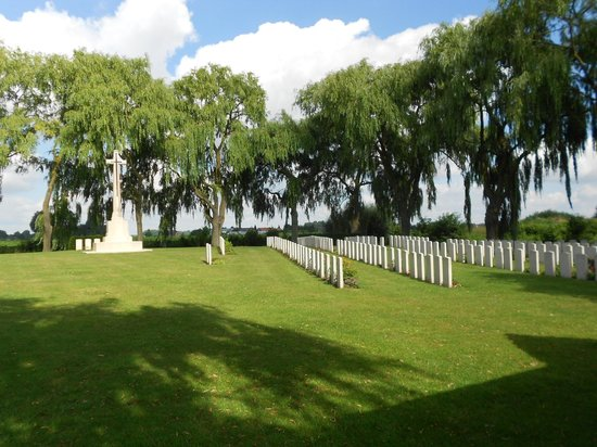 Musee de la Bataille de Fromelles : Trou Aid Post Cemetery
