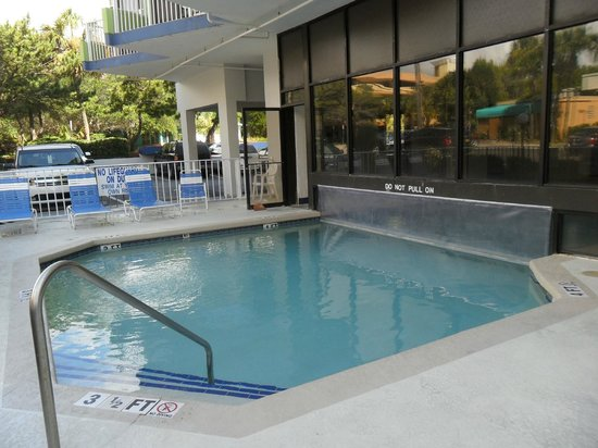 Caravelle Tower: Outdoor part of heated pool