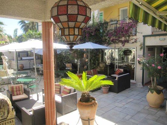 Les II (Deux) Mas Hotel: Le patio