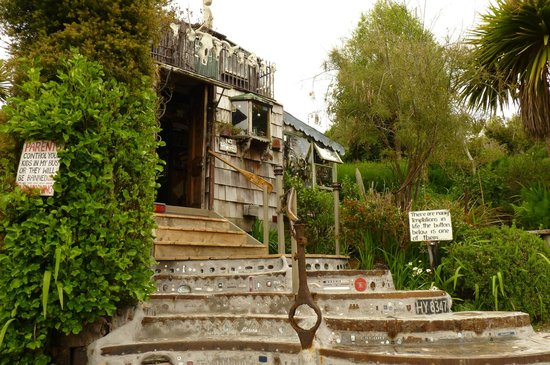 The Lost Gypsy Gallery: The entrance to the bus and the garden of creations behind it.