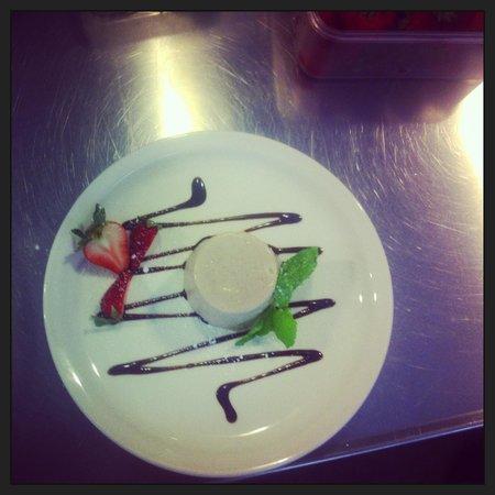 Ipizza : Fresh strawberry bavarese