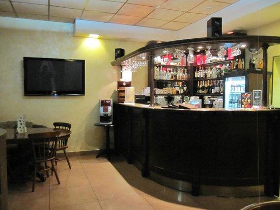 Dinastiya Hotel : Bar / breakfast room