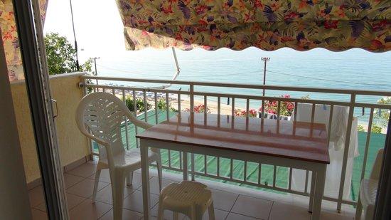 Rosa's .Beach Studios.: Vista dal terrazzino su Zante sul mare