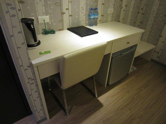 New Stay Inn: Desk