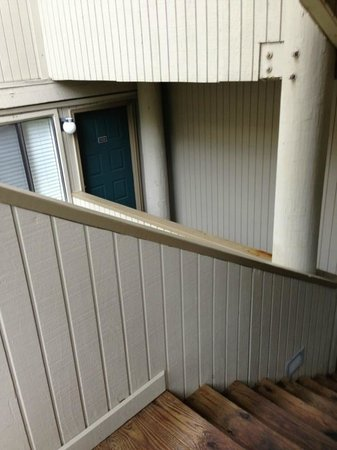 Deer Ridge Mountain Resort: door of unit from lower set of stairs