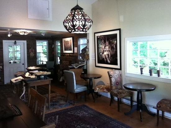 The Shaker Dam Coffeehouse and Stanmeyer Gallery : sitting room