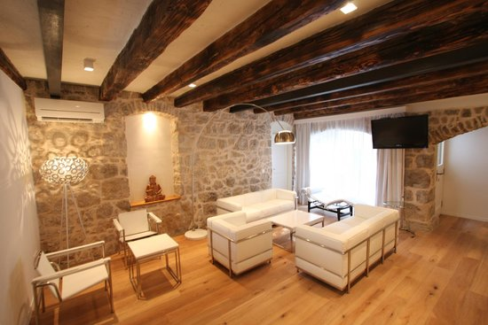 Divota Apartment Hotel: Living room in house 800