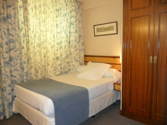 Parma Hotel : habitacion individual interior