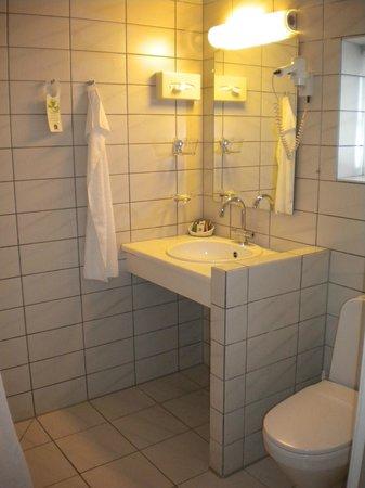 Best Western Hotel Knudsens Gaard : Badrum