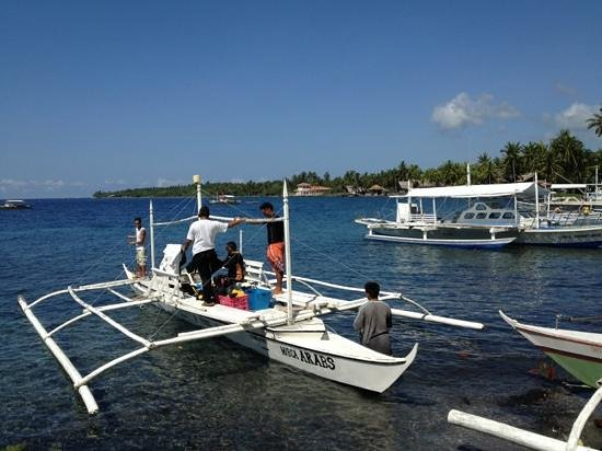 Malatapay Market: the boats for hire going to the Apo Islands
