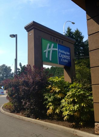 Holiday Inn Express & Suites Surrey: Entrance
