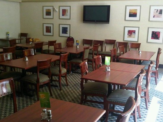 Holiday Inn Express & Suites Surrey: Dining area