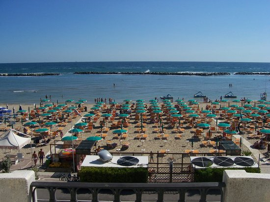 Hotel Agostini : Vue depuis la terrasse de la piscine