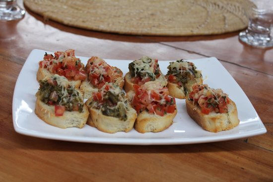 Restaurante Roda D'água: Bruscheta de tomate e de palma.