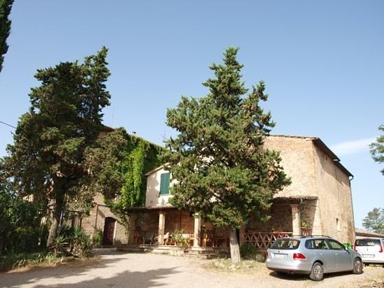 Agriturismo Santa Croce: Gebäudeansicht vom Parkplatz