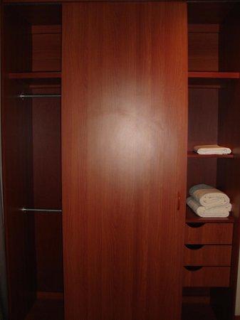 Condo Portofino: Closet