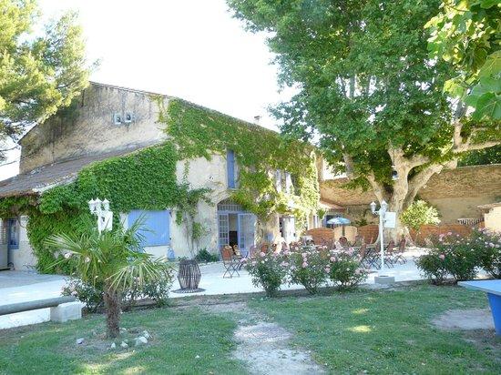 Camping Le Jantou : mas avec réception, bar, restaurant, soirées