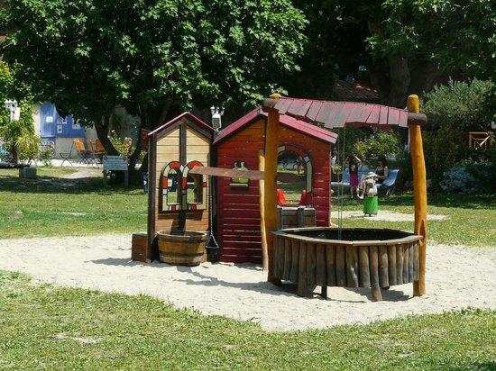 Camping Le Jantou : sable pour les enfants