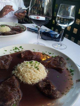 Grill El Asador: Schnitzels with rice and port sauce