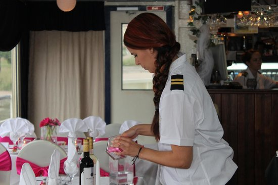 Scugog Island Cruises: Getting the decorations ready