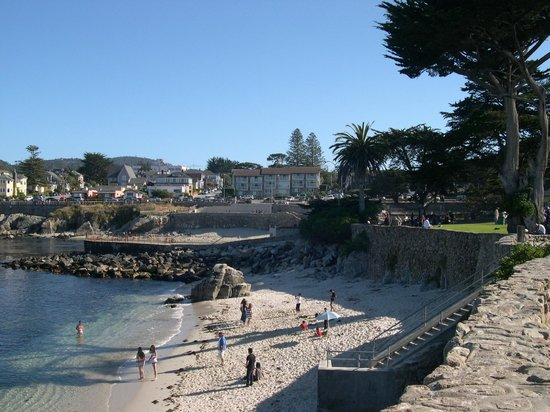 Lovers Point : beach in the park