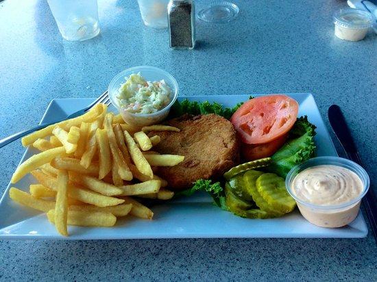Claudio's Restaurant : Delicious fries, crabcake & slaw