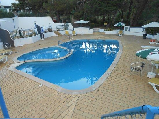 Apartamentos Soldoiro: Pool area
