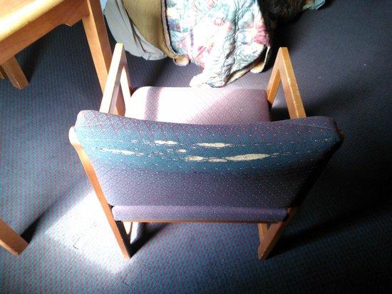 Americas Best Value Inn: Torn chair in room