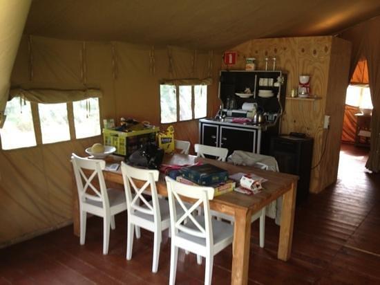 Outdoors Lodge & Bistro: luxury tent