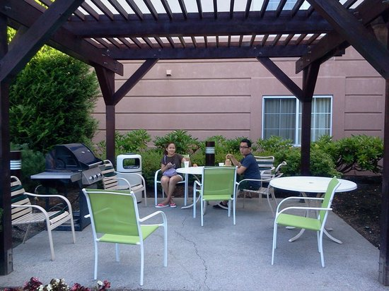 Extended Stay America - Seattle - Bothell - Canyon Park: bbq area