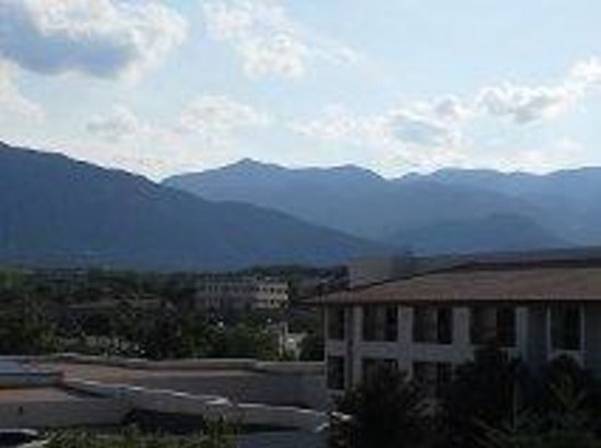 DoubleTree by Hilton Hotel Colorado Springs: View from balcony at Doubletree