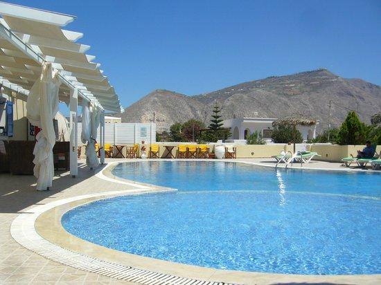 Bella Santorini: the pool