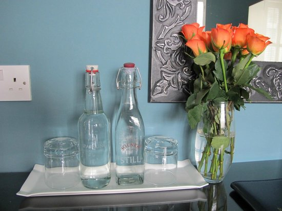 Bed & Breakfast by the Beach: Sparkling & Still H20