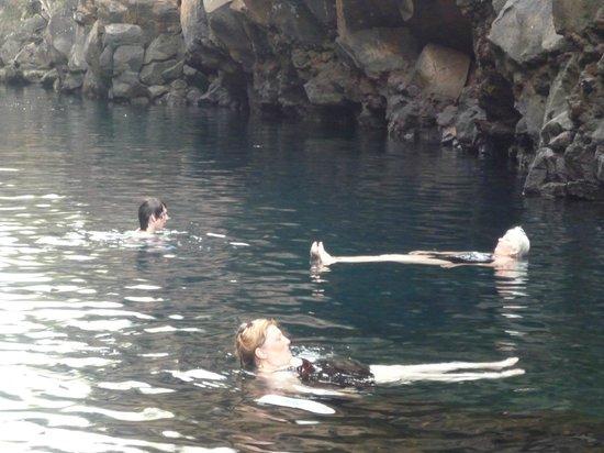 Las Grietas: La paz total, para quedarse horas flotando en esas aguas tan calmas.