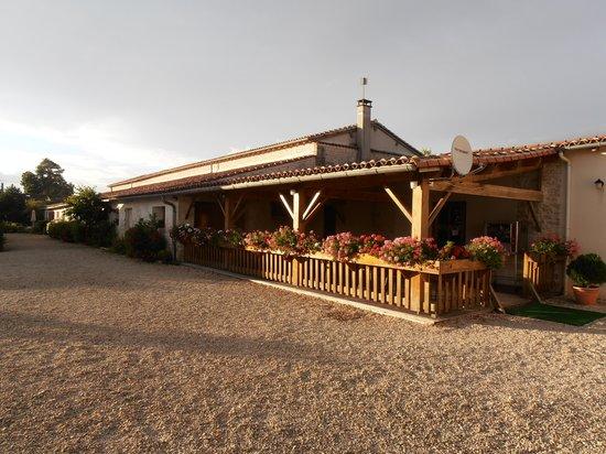 Domaine Les Granges : Restaurant terrace