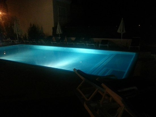 Hotel Sao Sebastiao De Boliqueime: La piscina de noche iluminada