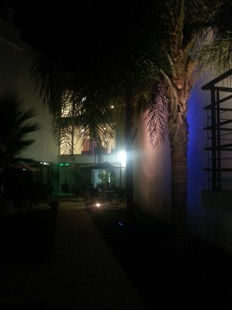 Hotel Sao Sebastiao De Boliqueime: zona de la piscina de noche.