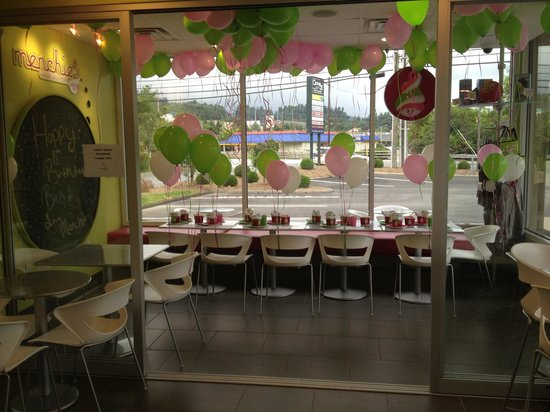Menchies Frozen Yogurt: Awesome party space for birthday parties!
